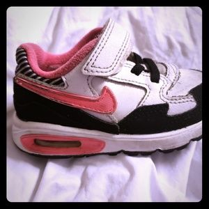 Little girls 6c nike air max black and pink